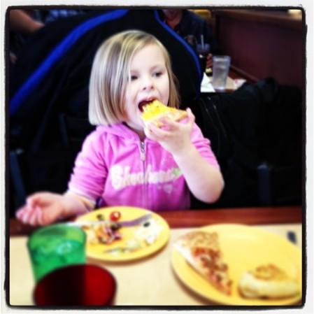 #macaroni #pizza #cici  - Instagram